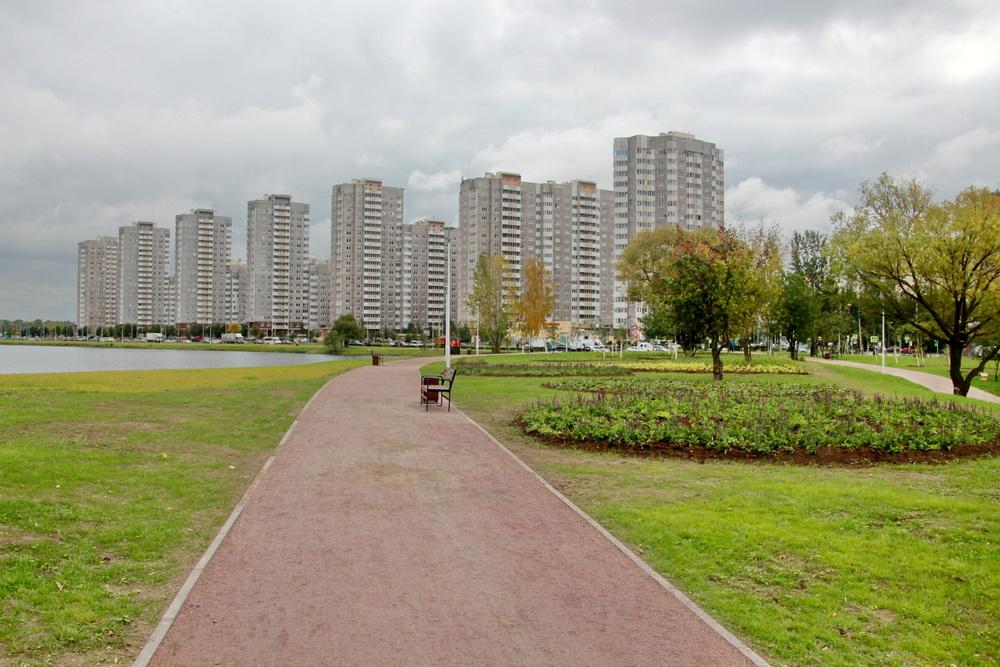 Парк Героев-Пожарных, вид на жилые дома