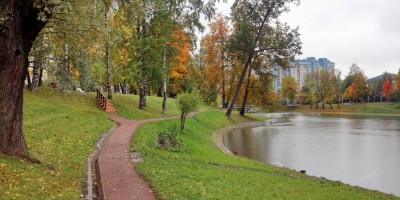 Парк усадьбы Орловых-Денисовых, дорожка и пруд