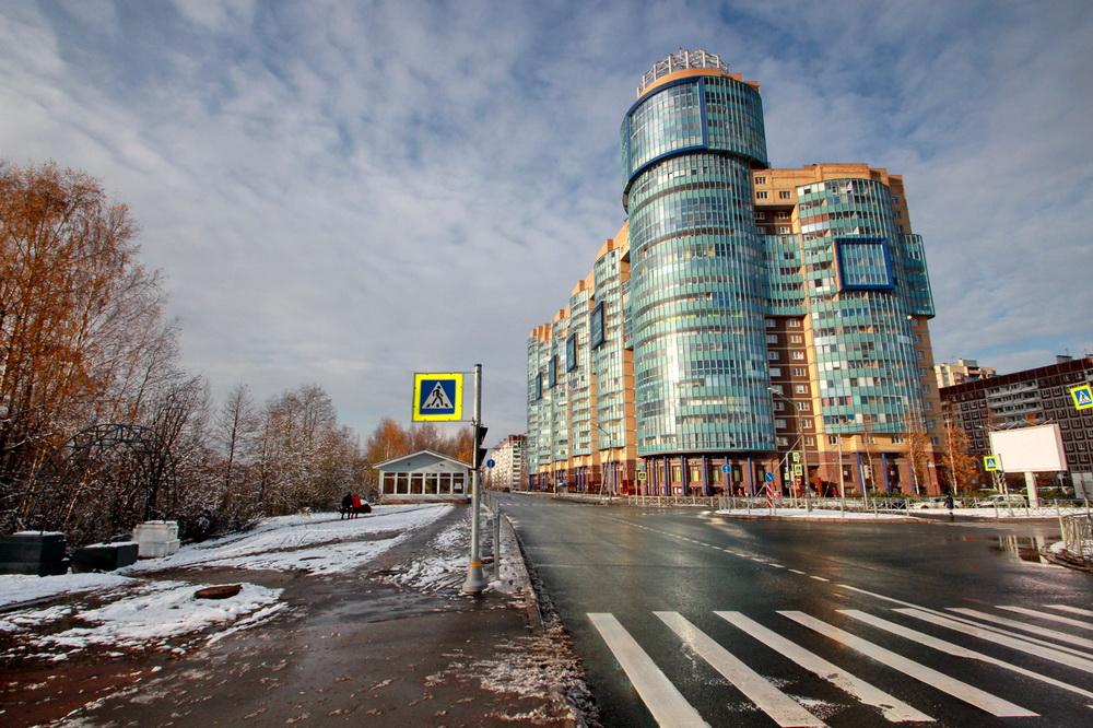 Планерная улица возле перекрестка с Шуваловским проспектом