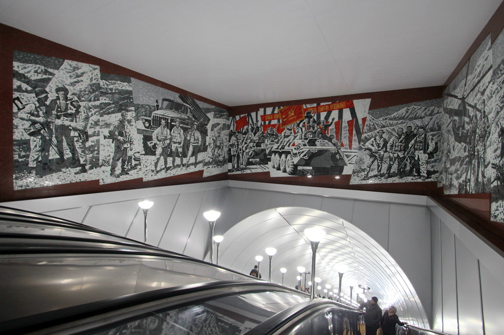 Станция метро Проспект Славы, панно
