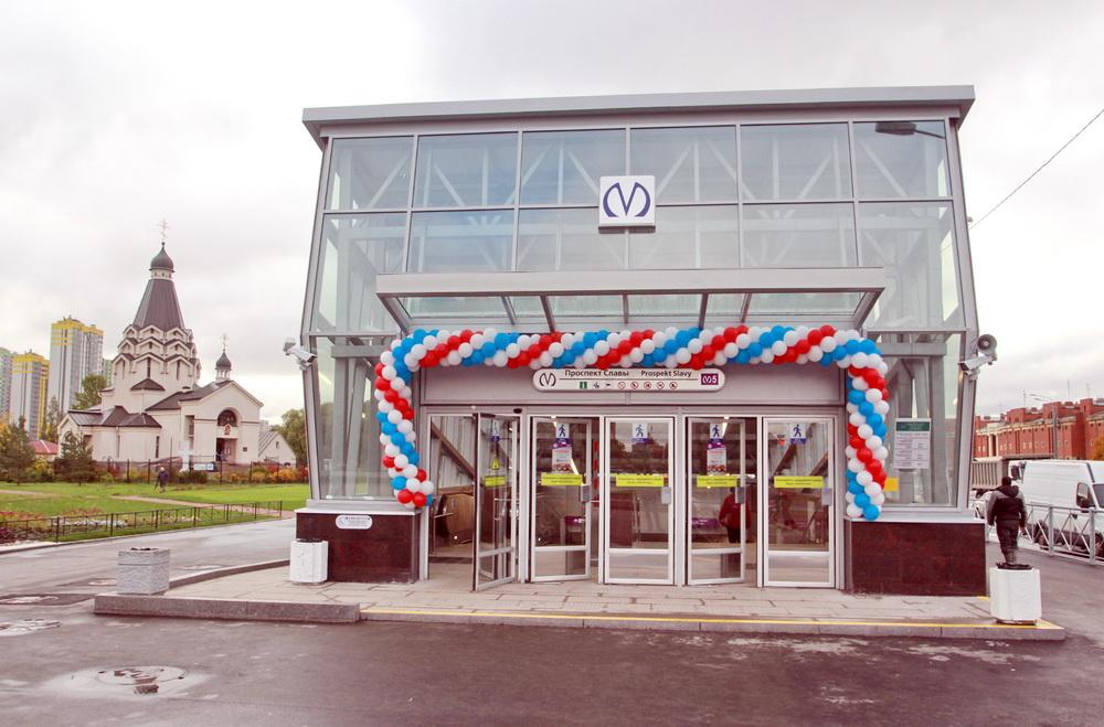 Станция метро Проспект Славы, вход