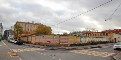 Угол Малой Зелениной и Петергофской улиц