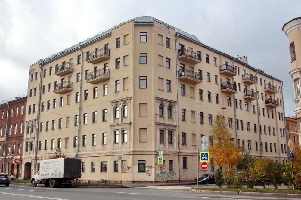 Верейская улица, 47, угол с набережной Обводного канала