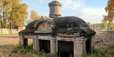 Митрофаньевское шоссе, склеп Митрофаньевского кладбища