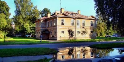 Павловск, улица Толмачева, 1, вид сбоку