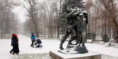 Московский парк Победы, скульптура Братья по оружию