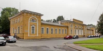 Петергоф, Флигель-адъютантский дом на Разводной улице, 1