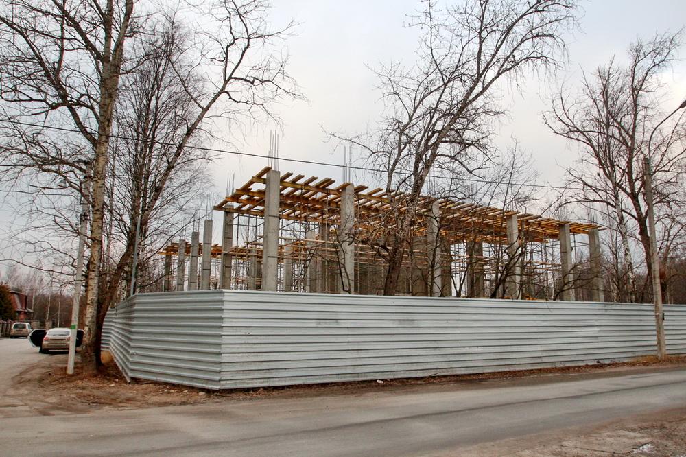 Строительство здания на углу Чистяковской и Малой Десятинной улиц в Озерках