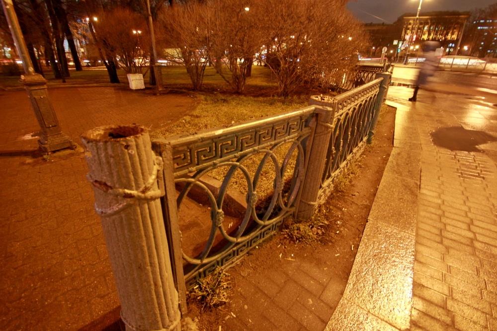 Кронверкская набережная, решетка Александровского парка