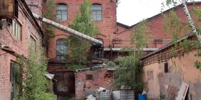 Производственное здание с дымовой трубой Киновиевского ультрамаринового завода Веге на Октябрьской набережной, фасад
