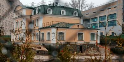 Главный корпус хозяйственного двора на Крестовском проспекте, 20