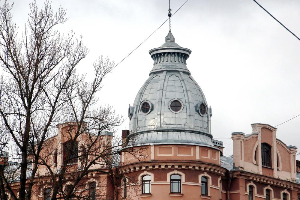 Восточный купол дома Барановской на Петропавловской улице, 8