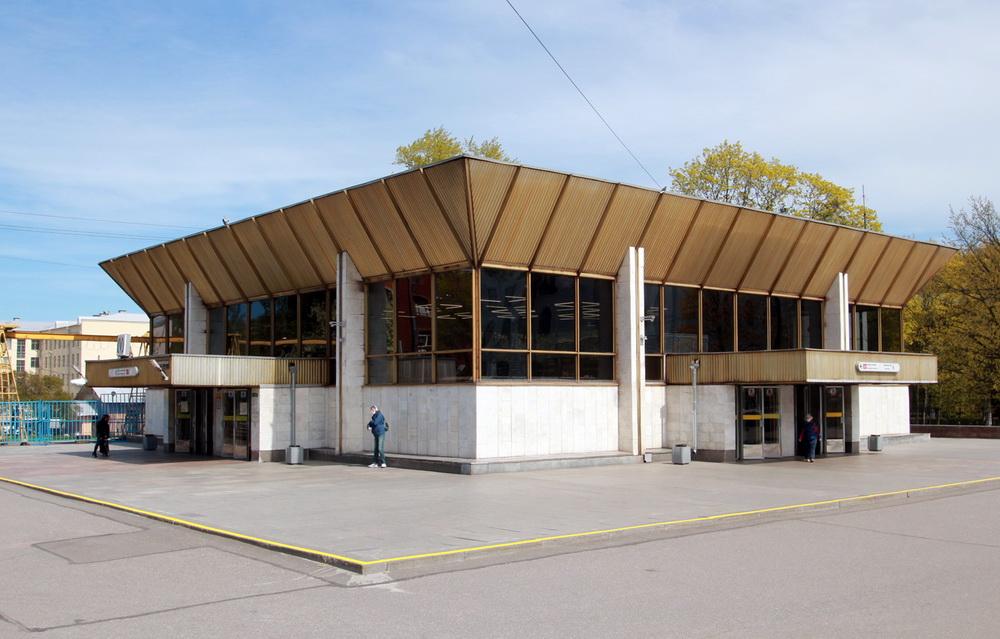 Станция метро Политехническая