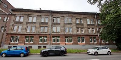 Набережная Черной речки, 41, сталинка на углу с улицей Графова