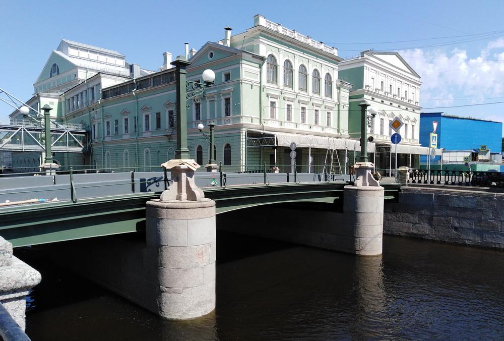 Торговый мост через Крюков канал