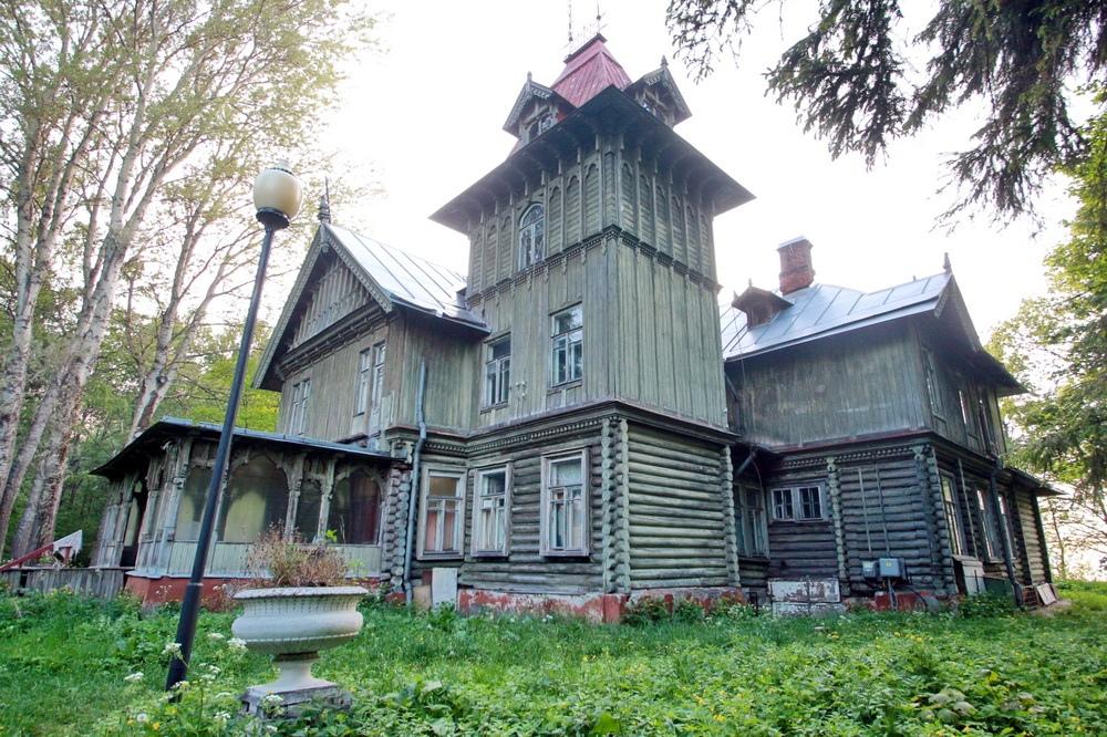 Петергоф, Приморская улица, 8, корпус 4, дача Бенуа, башня