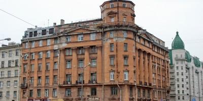 Дом Чубакова на угла набережной реки Карповки и улицы Всеволода Вишневского