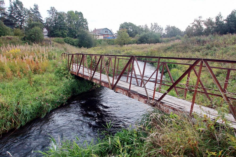 Горелово, пешеходный мостик через Дудергофку