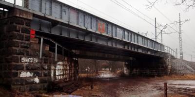 Тярлево, металлический железнодорожный путепровод