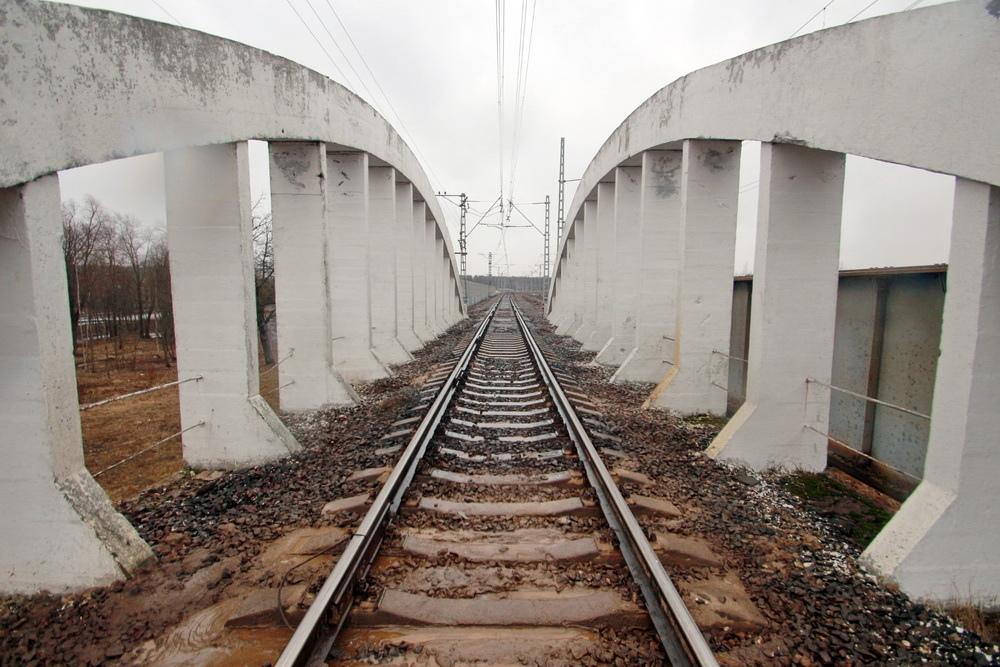 Тярлево, железобетонный железнодорожный путепровод, рельсы