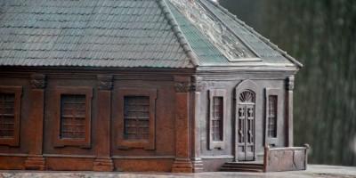 Троицкая площадь, памятный знак Троице-Петровского собора, фасад