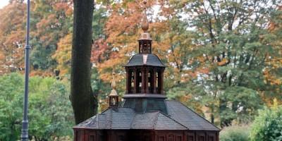 Троицкая площадь, памятный знак Троице-Петровского собора, храм