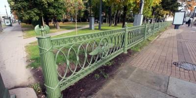 Александровский парк, решетка вдоль улицы Куйбышева