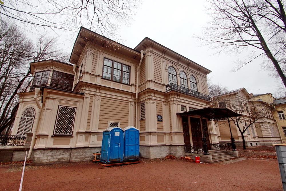 Дача Громова в Лопухинском саду, фасад на улице Академика Павлова