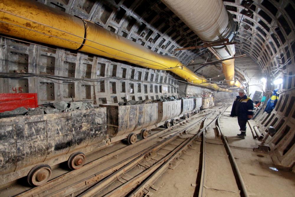 Строительство станции метро Театральная, тоннель