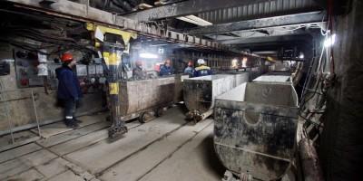 Строительство станции метро Театральная, вагонетки