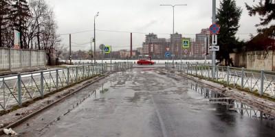 Ультрамариновая улица возле Октябрьской набережной