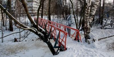 Черная речка, пешеходный мост на Аэродромной улице