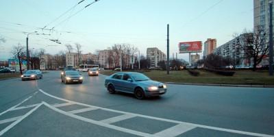 Перекресток проспекта Ветеранов и Дачного, круговое движение