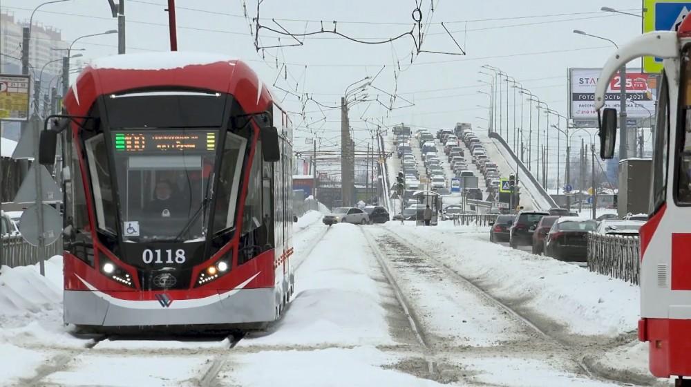 Трамвай на проспекте Энгельса