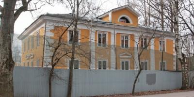Ломоносов, Михайловская улица, дом 3