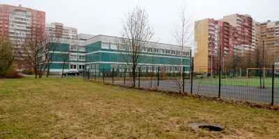 Школа на улице Маршала Захарова, 58, спортивная площадка