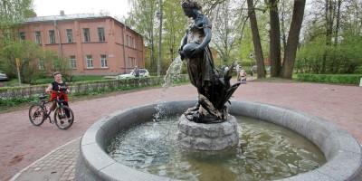 Пушкин, фонтан на углу Академического проспекта и Дворцовой улицы