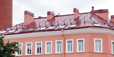Угол Петроградской набережной и Казарменного переулка, мансарда