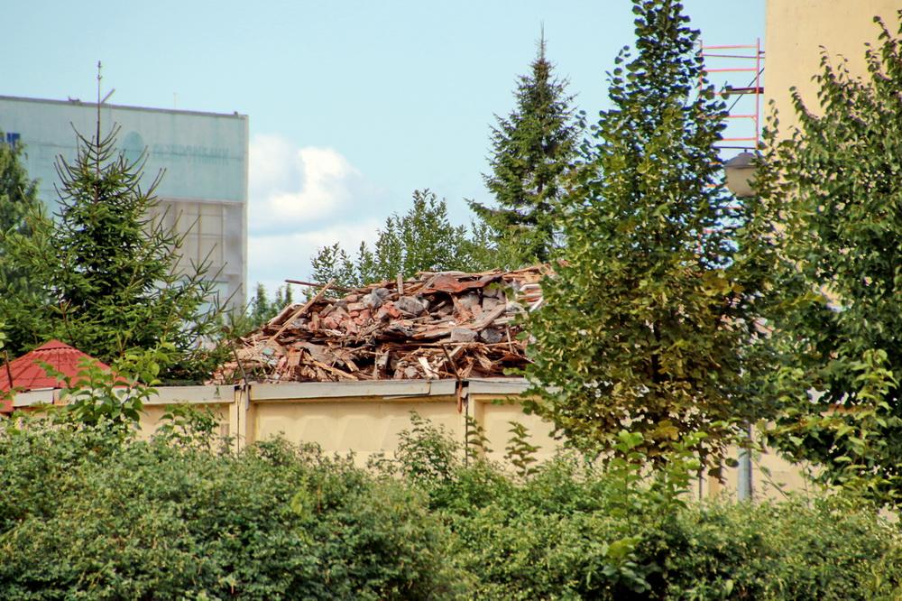 Проспект Обуховской Обороны, дом 57, после сноса, мусор