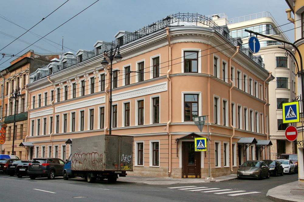 Загородный проспект, 3, угол с Щербаковым переулком, воссозданный дом Рогова