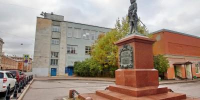 Большой Сампсониевский проспект, дом 32, памятник Петру I