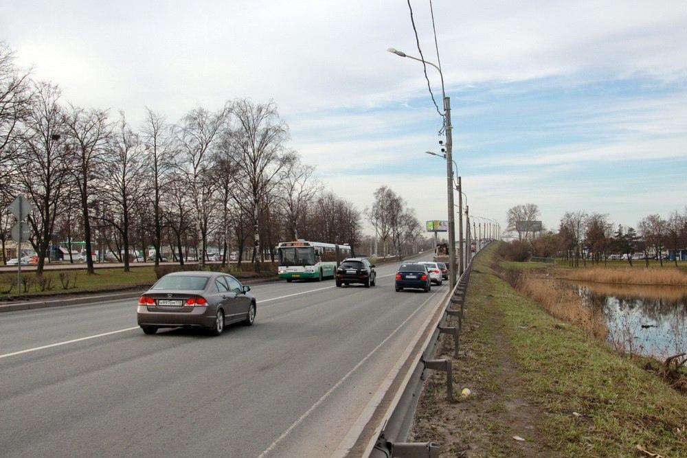 Проспект Маршала Жукова у Лиговского путепровода