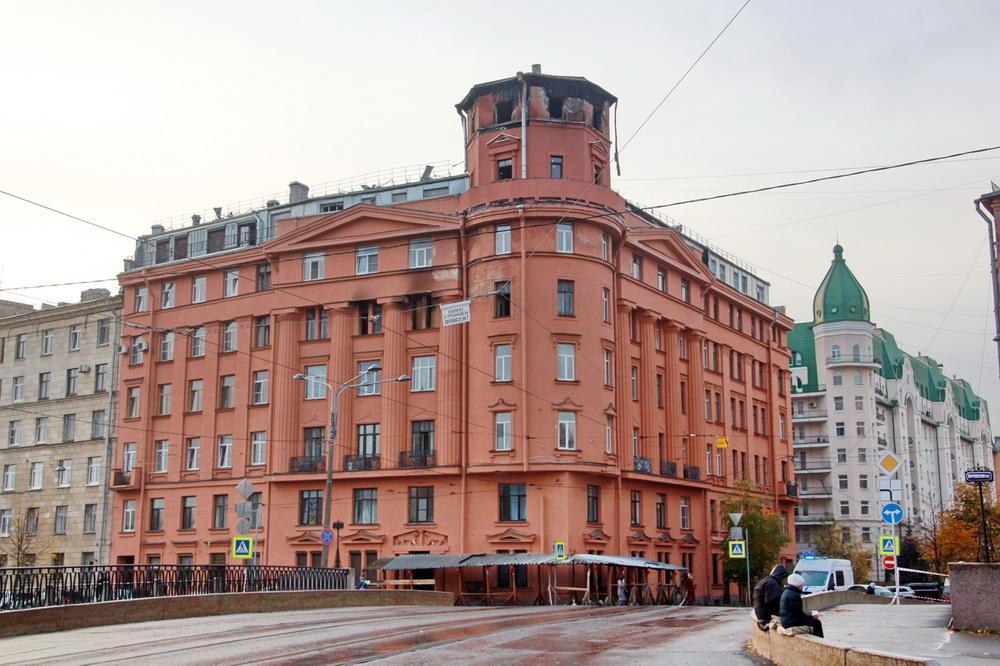 Дом Чубакова на  углу набережной реки Карповки и улицы Всеволода Вишневского