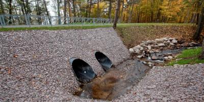 Ушково, дорожка через Ушковский ручей, водопропускные трубы